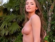 Hot and curvy Deanna Greene is ready to seduce outdoors