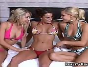Chicks with curves Shay Nikki and Sammie Rhodes get horny when they are together