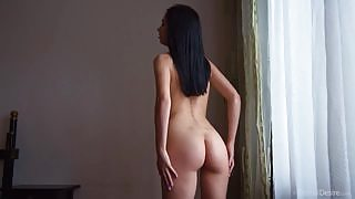Tempting slender babe Winona L teases her magnificent tall body