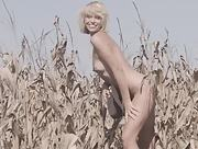 Anna Feller dazzles us with her tasty natural body countryside