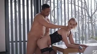 Ariela has an amazing sexual experience with her partner on the table