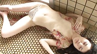 Sexy yet charming all gravure beauty Risa Sawaki shows off her gorgeous body in Kyuukyoku Otome
