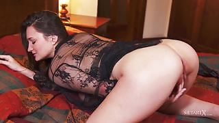 Vavilia Cristoff will stun you with her solo action on the bed